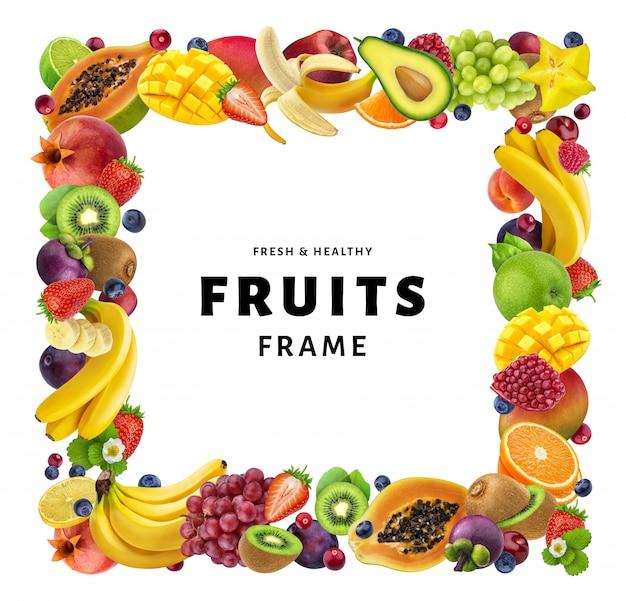 Marco cuadrado hecho de diferentes frutas aisladas sobre fondo blanco.