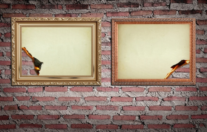 Marco de oro de la vendimia con quemado en fondo de la pared