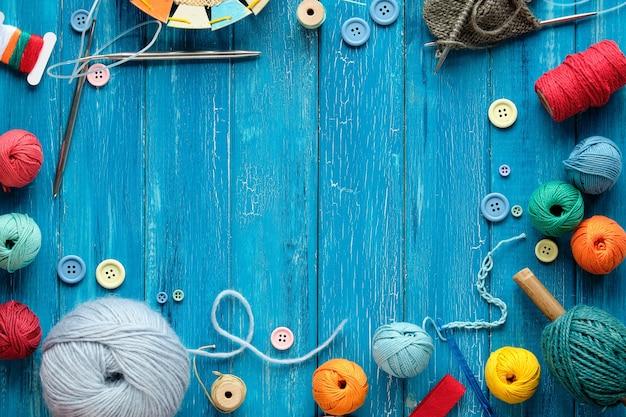 Marco decorativo de manojos de lana