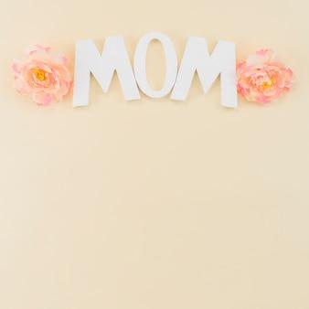 Marco del día de la madre con peonías.
