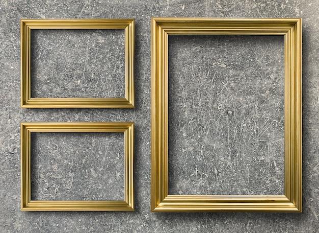 Marco dorado vintage en pared de cemento óxido