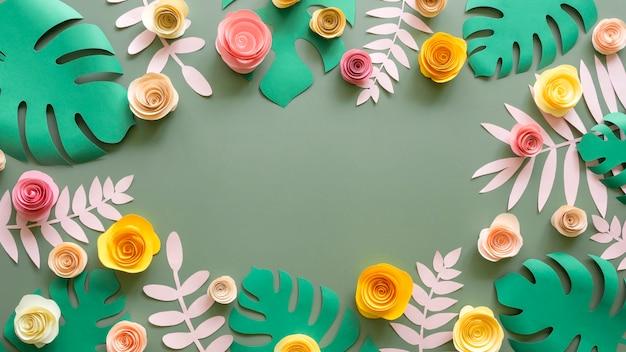 Marco de flores y hojas de papel