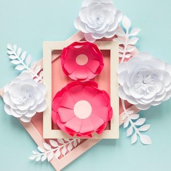 Marco y flores de papel para el día de la mujer.