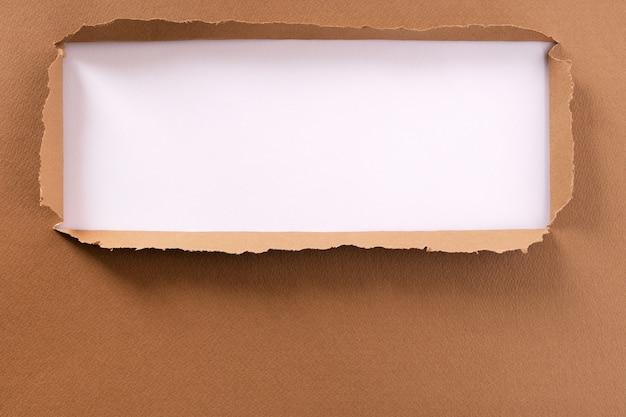 Marco de fondo de papel marrón rasgado