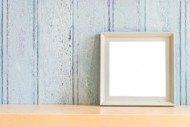Marco de fotos en blanco de madera vintage con diseño de concepto de verano