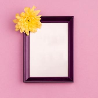 Marco de fotos con capullo de flor