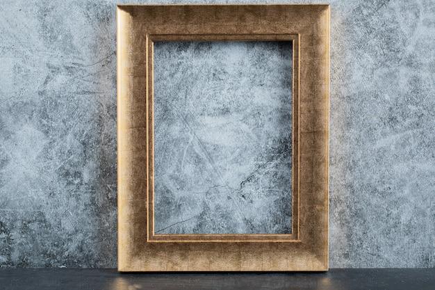 Marco de fotos metálico dorado o bronce