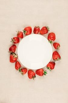 Marco hecho de fresa fresca