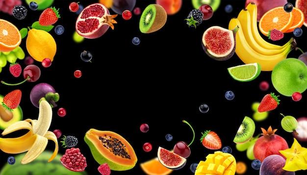 Marco hecho de frutas y bayas