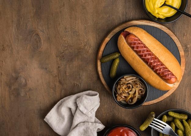 Marco de hot dog con vista superior del espacio de copia