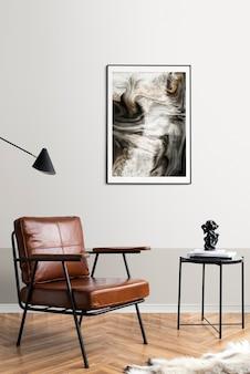 Marco de imagen junto a una mesa de café de lectura en una sala de estar