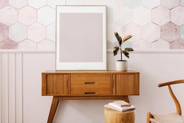 Marco de imagen en una mesa de aparador de madera