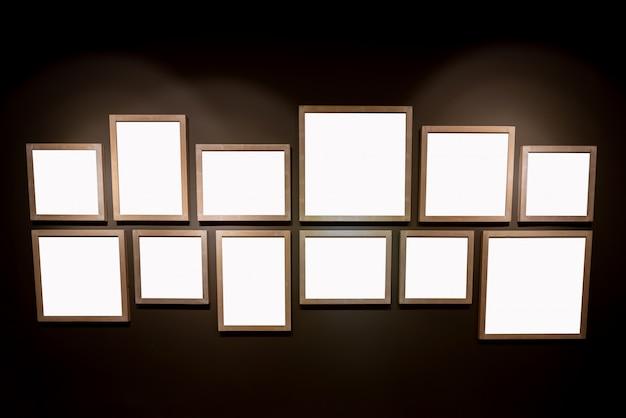 Un marco de imagen vacío en el fondo de pantalla negro.