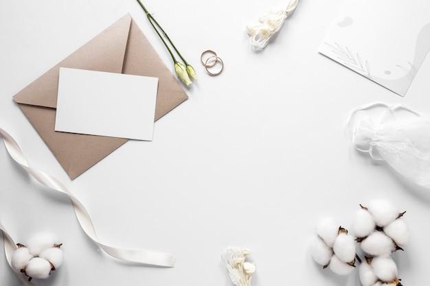 Marco de invitación de boda vista superior