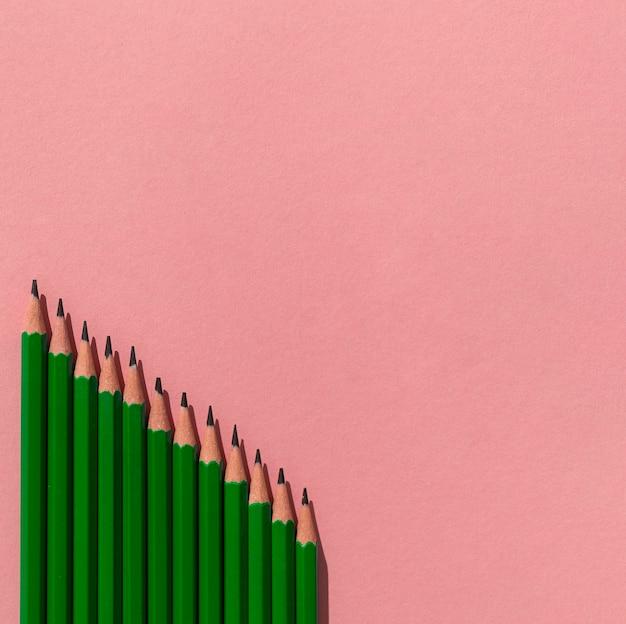Marco con lápices y espacio de copia