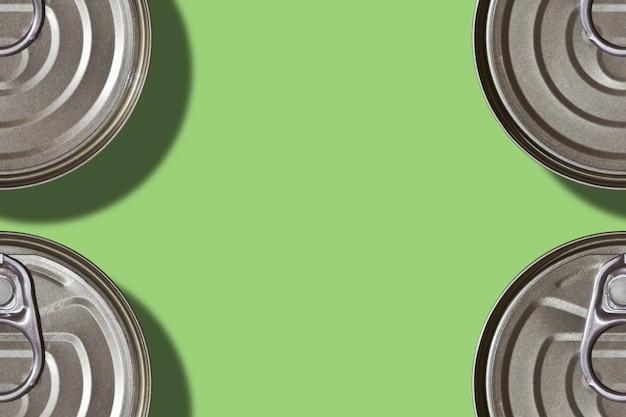 Marco de latas de comida en verde