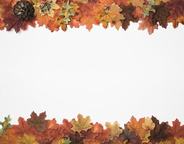 Marco lateral de las hojas de otoño