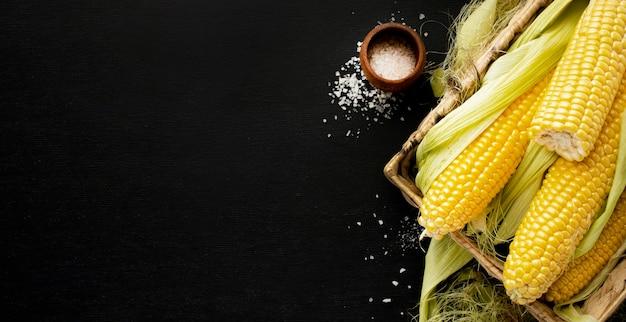 Marco de maíz de vista superior con espacio de copia