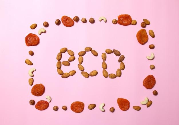 Marco de nueces, logotipo ecológico, frutos secos
