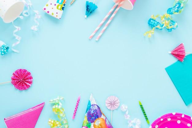 Marco de objetos de cumpleaños con espacio de copia