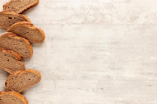 Marco de pan sabroso con espacio de copia