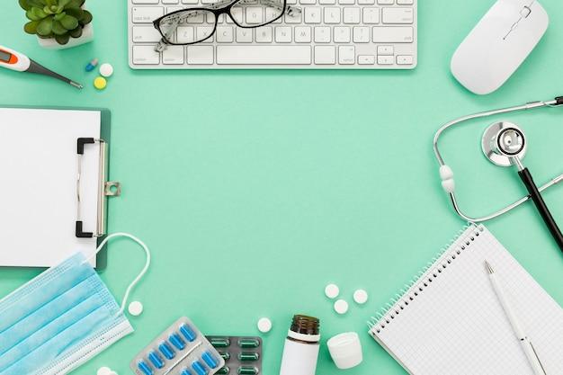 Marco de pastillas y equipo médico