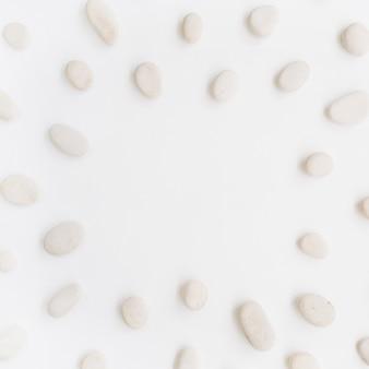 Marco de piedras beige.