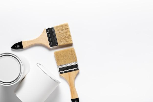 Marco plano con cepillos anchos y espacio de copia