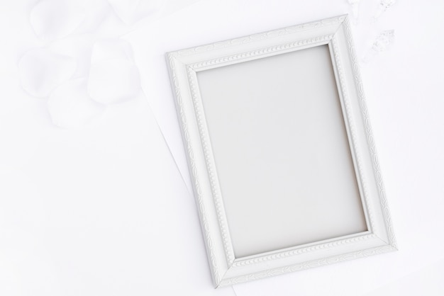 Marco plano laico blanco con espacio de copia