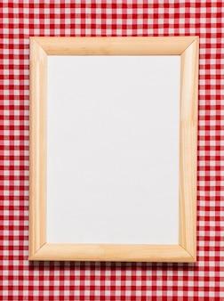 Marco plano de madera con espacio vacío