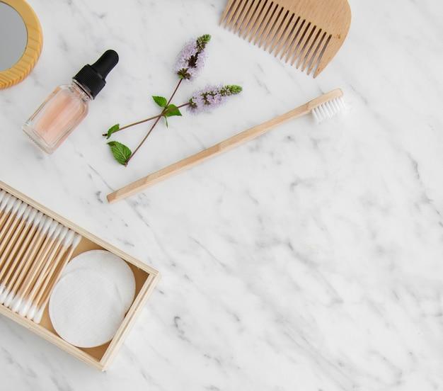 Marco plano de productos cosméticos con espacio de copia