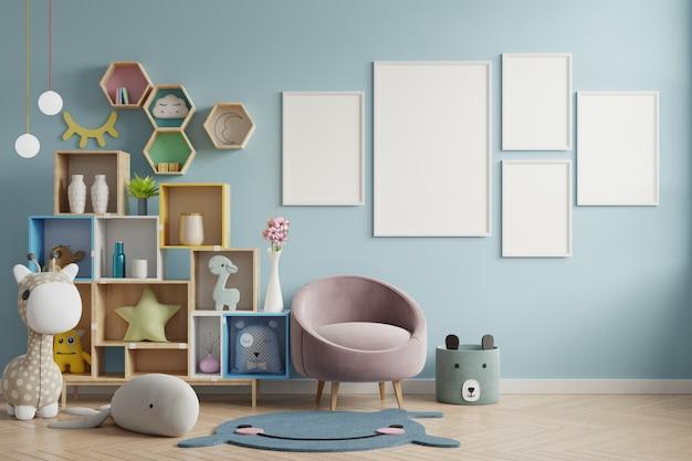 Marco de póster en la habitación de los niños, sala de niños, maqueta de guardería, pared azul.