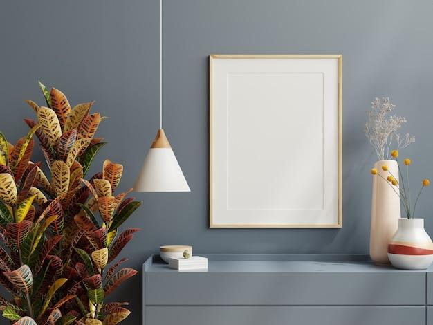 Marco de póster de maqueta en fondo interior minimalista con pared oscura, renderizado 3d