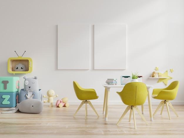 Marco de póster y muebles en colores pastel en la habitación de los niños