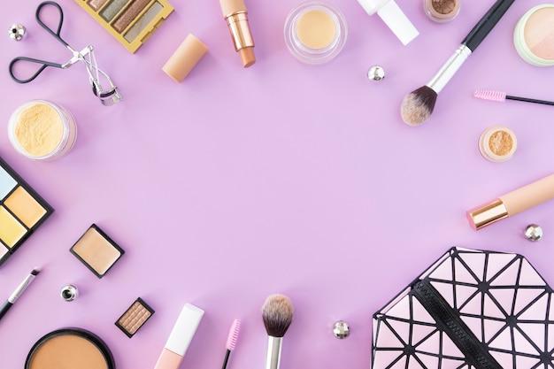 Marco de productos de maquillaje