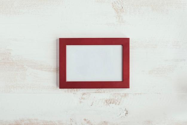 Marco rojo con fondo blanco vintage para mensaje de amor