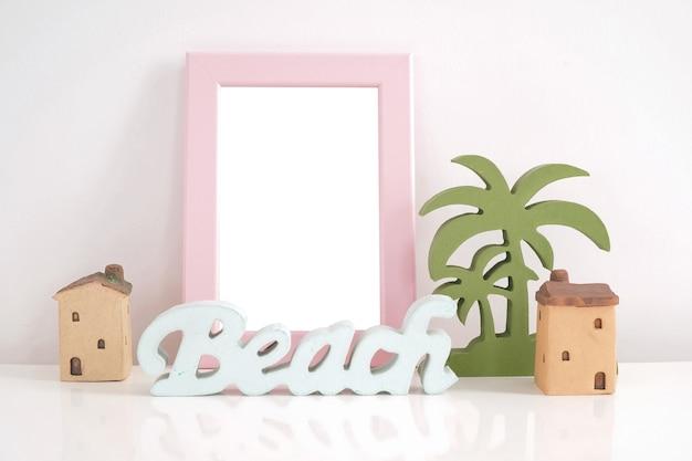 Marco rosa maqueta con la playa