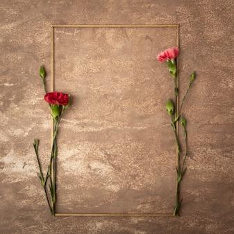 Marco sepia vintage con pequeñas flores de clavel