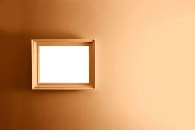 Marco vacío en la pared de bronce.