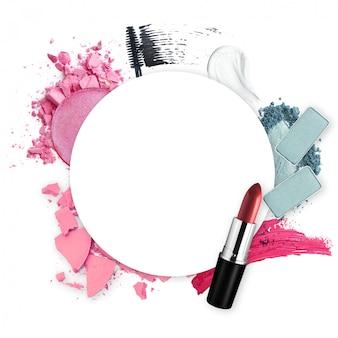 Marco de varios cosméticos decorativos para el concepto de belleza de promoción
