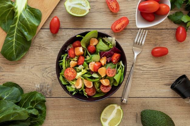 Marco de verduras y ensalada