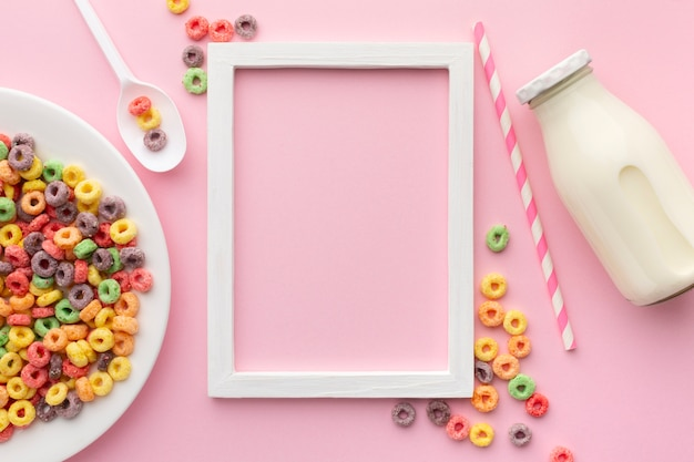 Marco de vista superior con cereal colorido