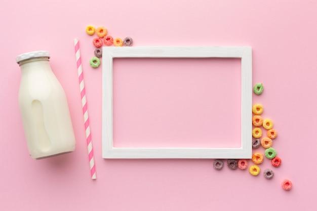 Marco de vista superior con cereal y leche