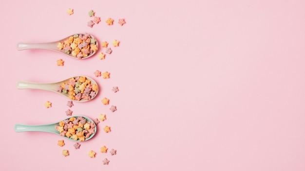 Marco de vista superior con cereales y espacio de copia