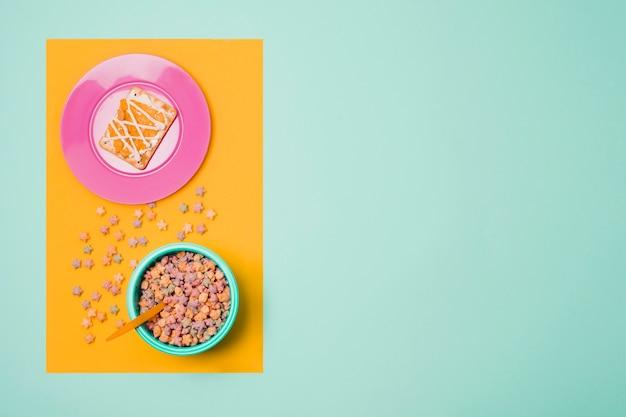 Marco de vista superior con plato y tazón con cereales