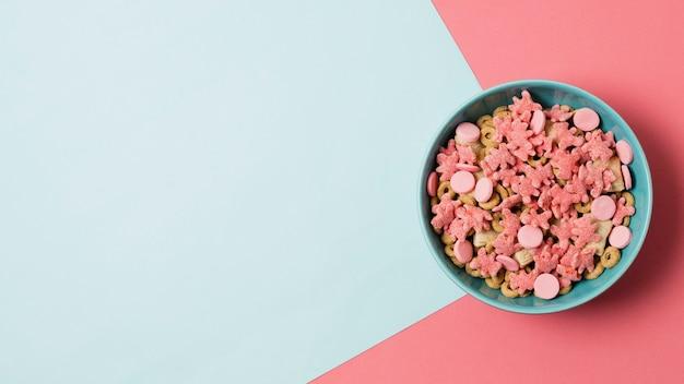 Marco de vista superior con tazón de cereales y espacio de copia
