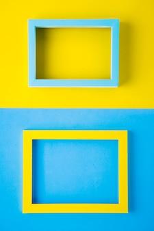 Marcos de colores brillantes sobre fondo bicolor