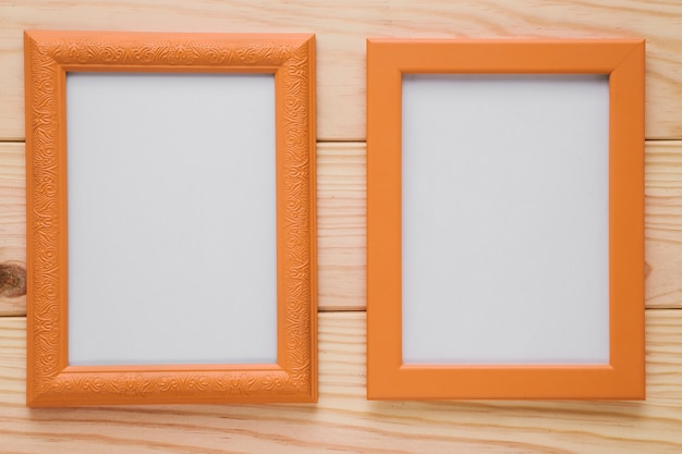 Marcos de madera con espacio en blanco