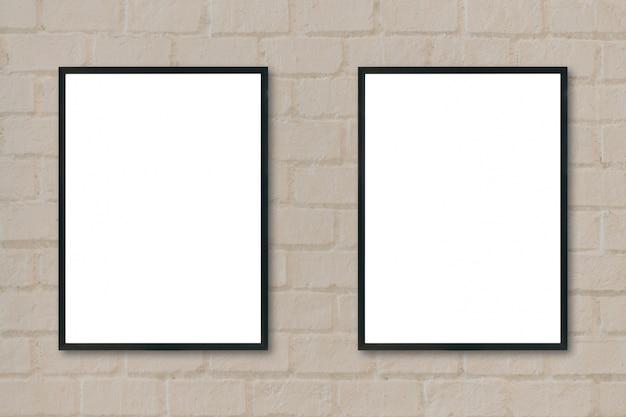 Marcos negros colgados de una pared