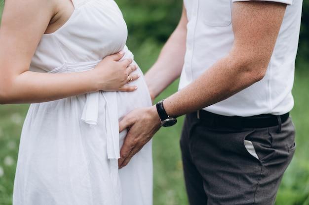 El marido se lleva el estómago de la esposa